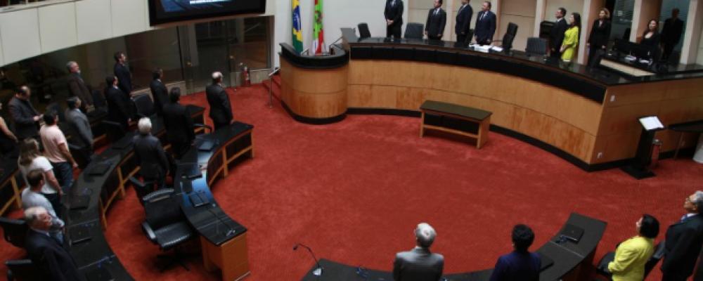 ALESC PRESTA HOMENAGEM À ASSOCIAÇÃO CATARINENSE DE ENGENHEIROS FLORESTAIS